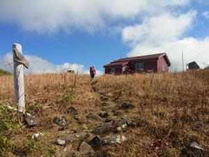 三ノ峰避難小屋到着です