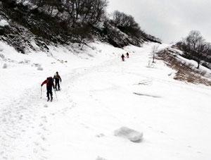 最初は、勝原スキー場のゲレンデを登っていく