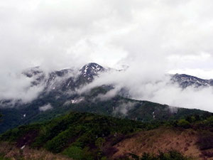 鳴谷山山頂から白山
