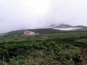 「五色ケ原山荘」が見えてきました