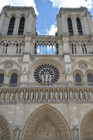 モネの有名な連作のモデルとなった大聖堂