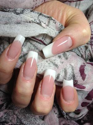 optische Nagelbettverlängerung mit soft weißem French