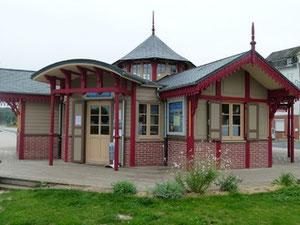kiosque touristique sur le port de St Valery