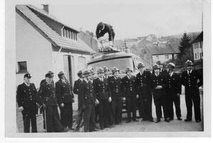 Einweihung LF8 in 1961 vorm Spritzenhaus