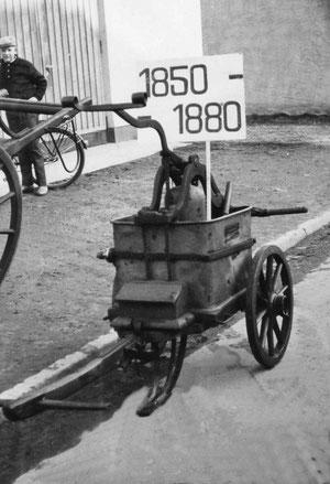Handgezogener Pumpenwagen von 1850