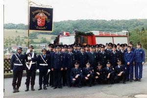 1983 Gruppenfoto Einweihung TLF8_18 und Standarte