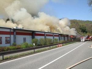 Großbrand im Lager des REWE-Marktes in Limbach