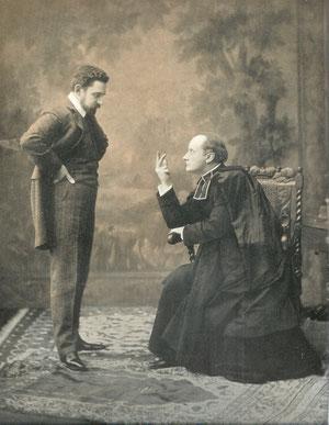 LE DUEL (acte 1). A gauche Raphaël Duflos (Docteur Morey) et à droite Le Bargy (Abbé Daniel). Photographie extraite de Le Théâtre N°155 de juin 1905 (coll. de l'auteur)