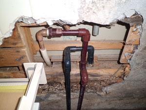 給水管周辺の土台の腐れ