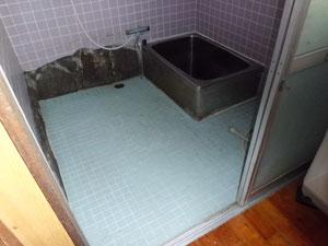 解体前の浴室