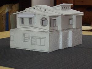改修計画検討模型 屋根の形をイメージしてもらいました。建築主さんは屋根屋さんで自分で工事をしました。