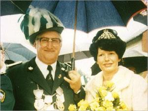 König Heinz I. (Bohle und Königin Romy I. (Schulz)