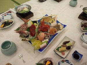 桂浜荘の豪華な料理