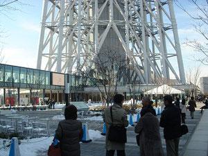 雪が残る東京スカイツリー