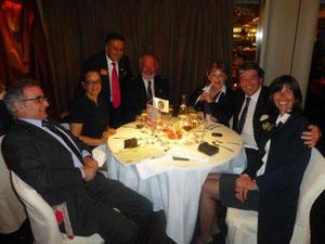 Les membres de l'IYFR Riviera Côte d'Azur entourés de Raymond Hayek, Gouverneur élu 2013-2014 du District 1730 et de Madame et Monsieur  Manuel de Vasconcelos, Directeur Général du Méridien Beach Plaza