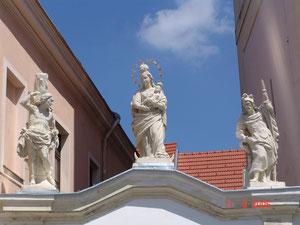 2005 3er Figurengruppe / Pfarrkirche Ybbs a. d. Donau / Zogelsdorfer Kalksandstein