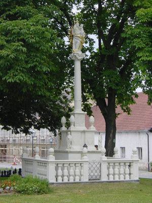 2002    Mariensäule / Schweiggers / Zogelsdorfer Kalksandstein