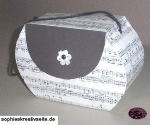 Designerhandtasche aus Papier für Geschenke