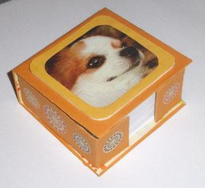 Zettelbox aus Graupappe mit Hund