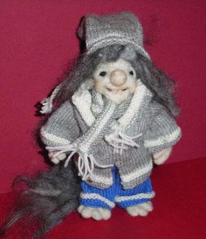 Troll Trulla mit Winterkleidung