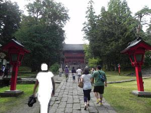 弐ノ鳥居から楼門へ