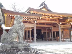 狛犬と社殿