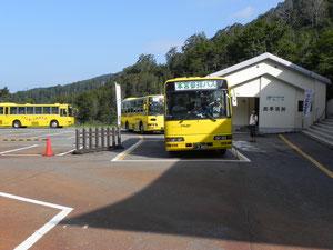参拝専用バスに乗ります