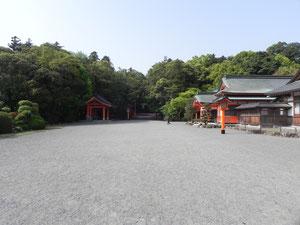 神宮庁前の境内