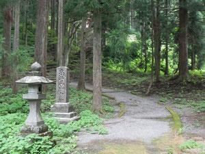 立山開山堂への参道