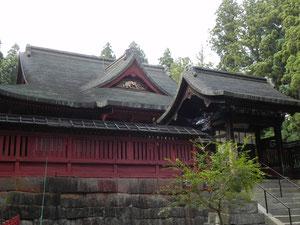 中門と拝殿、斜めから