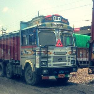 インドのトラックはデコトラだ