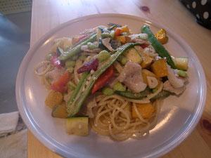 「夏野菜とブタ肉のペペロンチーノ」