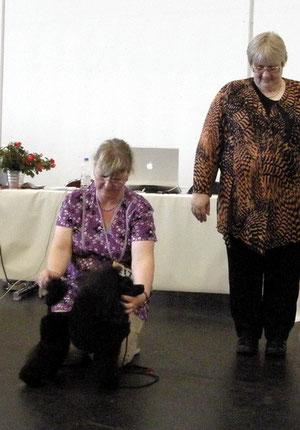 Bremen CACIB, Richterin Frau Eberhard, Vorgeführt von Sabine Bock