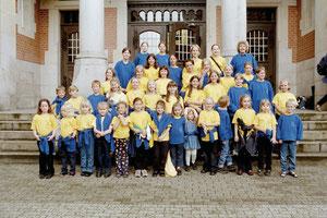 Kinderchor in Chorkleidung / Foto: privat