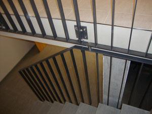 Treppengeländer aus Flachstahl pulverbeschichtet