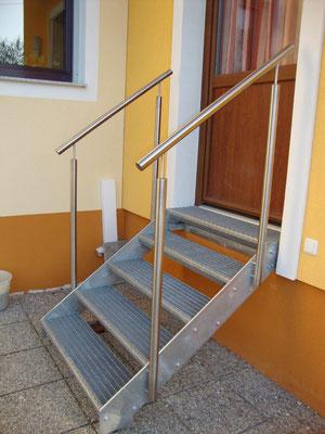 Treppe verzinkt mit Edelstahlgeländer