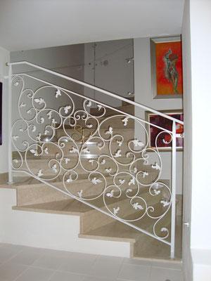 Treppengeländer Schmiedeeisen lackiert und graniert