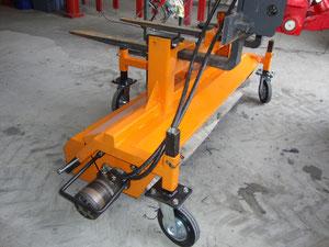 hydraulisch betriebene Kehrmaschine mit Auffangbehälter
