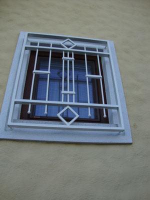 Fenstergitter verzinkt und pulverbeschichtet