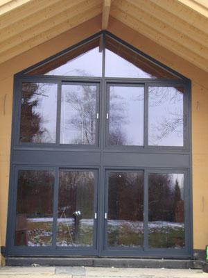 Pfosten- Riegelfassade mit Hebe- Schiebeelementen