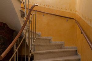 Edelstahl Treppengeländer  mit Holzhandlauf