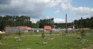 24. Juni 2011: Baustelle Berufskraftfahrer-Zentrum Roth Dachmontage der PV-Module abgeschlossen