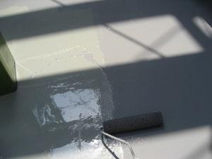 防水処理完了後の上塗り塗装状況。