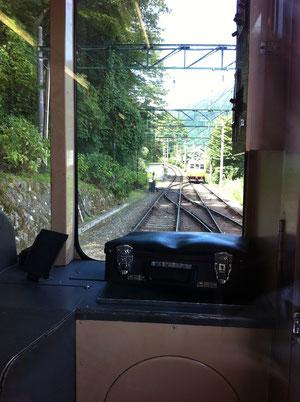 スイッチバックの上り電車との入れ替え