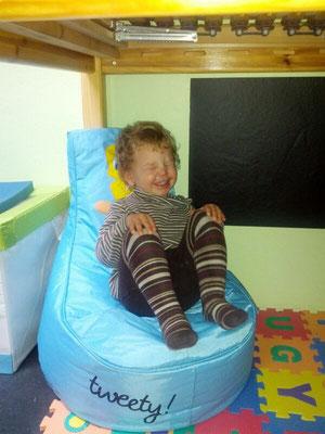 unter dem neuen Bett :-) kann man jetzt gut spielen und chillen!