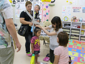 広野町・川内村サロンでは子供達の健康診断を実施