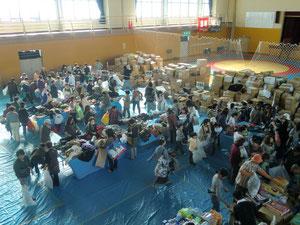 四倉クリナップ体育館での物資配布