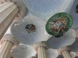 市場の天井部分も、モザイク装飾。スッゲー(@_@)