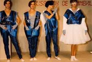 DEFILE HOLOGRAMME BLEU 1985