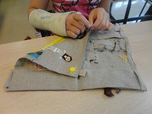 La fresque textile en cours de réalisation.